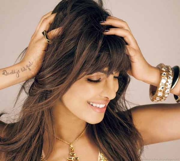 priyanka-chopra-touching-her-hair