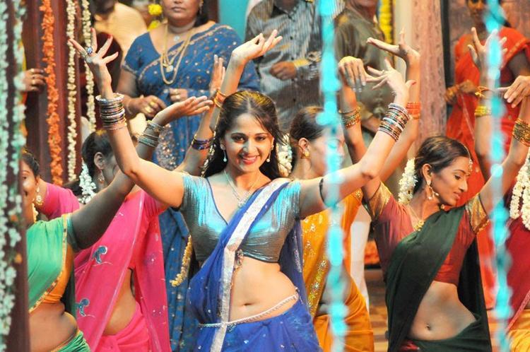 anushka-shetty-dancing-pic-vedam (1)