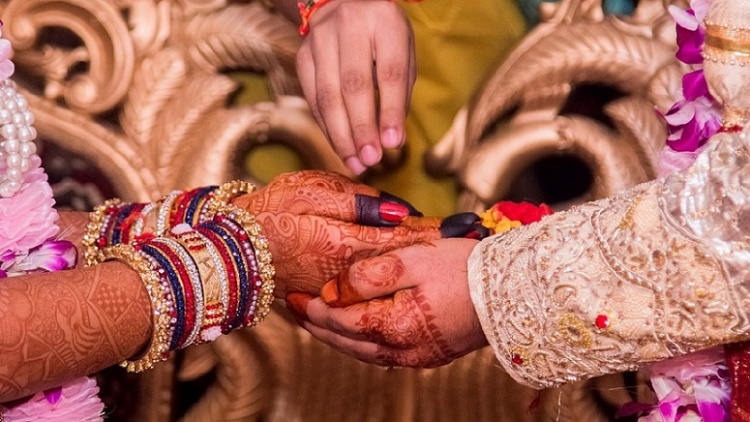 Tamil Wedding - Holding hands
