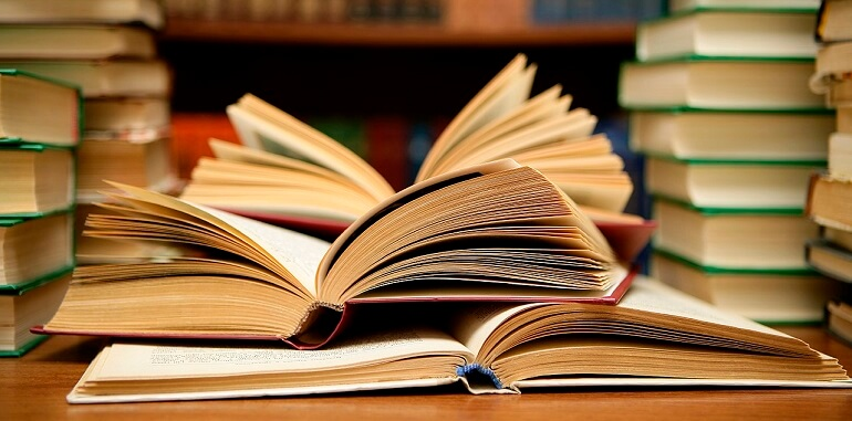 1280px-Books_HD_(8314929977)